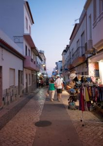 downtown alvor couple